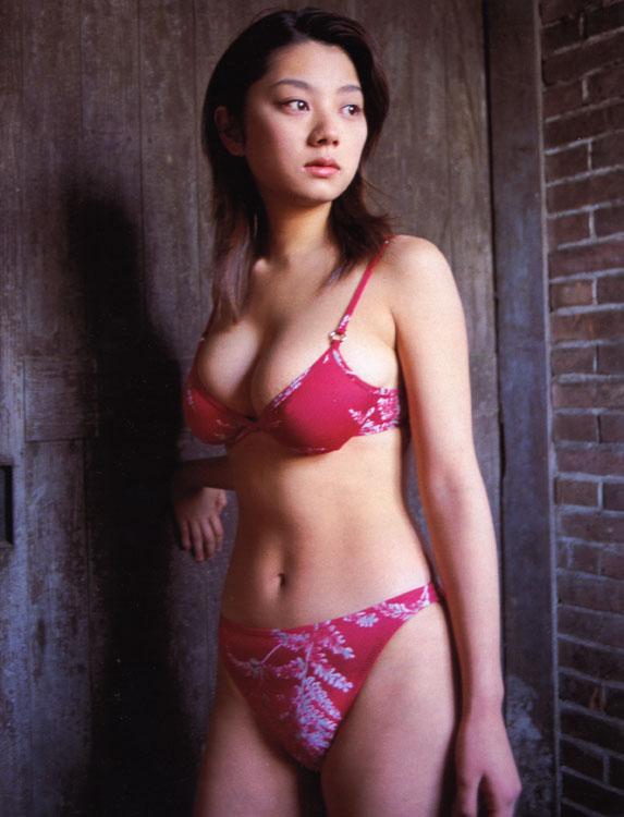 赤ビキニの小池栄子